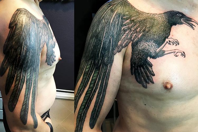 #crow #krähe #krähentattoo #schulter #leipzigtattoo #tattooleipzig #bodyart #conceptualbodyart #tattoo #annegeorgius #corpusdelicti #arte.corpus.delicti